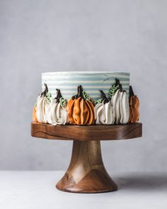 Join me Friday November for a fun day of cake baking and decorating! We'll be making a chocolate cake with salted caramel pretzel crumb filling and Swiss Meringue Buttercream. Then we'll learn how to create. Bolo Halloween, Pasteles Halloween, Fete Halloween, Halloween Cakes, Halloween Birthday Decorations, Halloween Desserts, Pretty Cakes, Cute Cakes, Beautiful Cakes