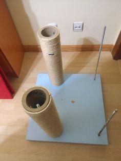 Aquí os dejo el tutorial para hacer un rascador para gatos,espero que os sea de ayuda,el diseño y la decoración va un poco a gusto del consu...