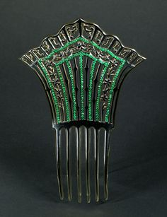 Early 20th century, America - Comb - Black celluloid comb enlightened with green paste stones
