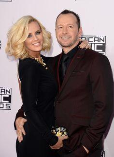 Pin for Later: Seht hier alle Stars auf dem roten Teppich bei den American Music Awards! Jenny McCarthy und Donnie Wahlberg