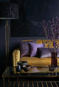 Color covers: how to use in decoration, tips and 60 photos - Home Fashion Trend Living Room Orange, Home Living Room, Living Room Designs, Living Room Decor Purple, Room Colors, House Colors, Deco Cool, Purple Interior, Dark Interiors