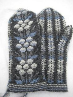 Kainuun lapaset - mittens from Kainuu Mittens Pattern, Knit Mittens, Knitted Gloves, Knitting Socks, Knit Socks, Palestinian Embroidery, Knitting Projects, Knitting Ideas, Knitwear