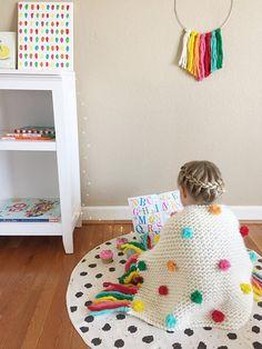 Confetti pastel masa colorida lana manta punto envoltura Crochet Decoration, Crochet Home Decor, Crochet Hooks, Crochet Baby, Knit Crochet, Crochet Mandala, Crochet Doilies, Crochet Blanket Tutorial, Pom Pom Crafts