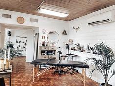 Studio Lumos Tattoo – Tattoo Shop in Corvallis – Tattoo ideas Tattoo Shop Decor, Tattoo Studio Interior, Tattoo Salon, Apartment Hacks, Shop Interiors, Home Studio, Room Inspiration, Male Tattoo, Piercing Shop