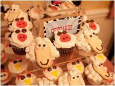 these sheep cupcakes make me smile  :)