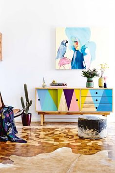 buffet bas coloré - living-room-colourful-sideboard-parquetry-floors-july15