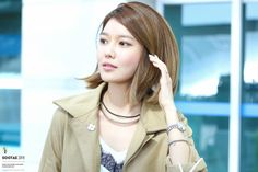 GIRLS GENERATION, the best source for photography, media, news and all things related. Sooyoung Snsd, Pink Ocean, Korean Artist, Girls Generation, Windbreaker, Raincoat, Dreadlocks, Kpop, Hair Styles