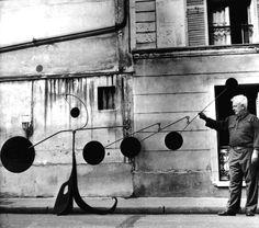 Agnés Varda :: Alexander Calder posing with mobile sculpture, 1954 Alexander Calder, Mobile Sculpture, Sculpture Art, Ceramic Sculptures, Modern Sculpture, Agnes Varda, Kinetic Art, Whitney Museum, Art Moderne
