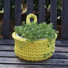 Chá das 2 - Cesto ou Cachepô de Crochê Amarelo