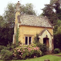 A little fairy cottage ... I want to live there