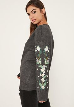 Missguided - Sweat gris broderies fleuries aux manches