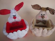 EMBALAGEM DE PÁSCOA Bunny Crafts, Easter Crafts, Felt Crafts, Diy Home Crafts, Crafts To Sell, Cute Sewing Projects, Shabby Chic Christmas, Easter Parade, Felt Fabric