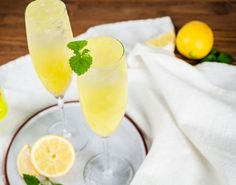 Summer cocktails easy to make. Mojito, Easy Summer Cocktails, Beverages, Drinks, Limoncello, Sangria, Cocktail Recipes, Brunch, Cards