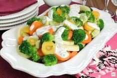 Guia da Cozinha - 7 saladas práticas para provar e incluir no cardápio Cobb Salad, Low Carb, Chicken, Breakfast, Food, Tablet, Academia, Alice, Fitness