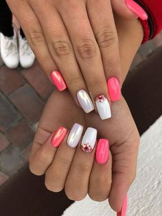 Come on in and see 47 Trendy & Popular Nails for These are the nails that are getting a crazy response on social media and are really some of the most popular and trendy nails of current times. Manicure Gel, Glitter Gel Nails, Metallic Nails, Pink Nails, My Nails, Pink White Nails, Black Nail, Colorful Nail Designs, Nail Art Designs