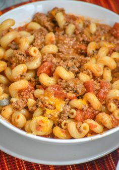 Goulash A saucy American ground beef & pasta dish laden with a blend of cheeses and simmered to savory perfection. Top Recipes, Meat Recipes, Pasta Recipes, Crockpot Recipes, Cooking Recipes, Online Recipes, Skinny Recipes, Cooking Ideas, Chicken Recipes