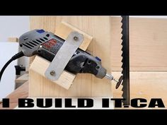 Stop buying new band saw blades every time you hit a nail or a staple. You can sharpen your existing blade easily with this DIY band saw sharpening jig. Woodworking Shows, Woodworking Techniques, Woodworking Projects, Woodworking Articles, Dremel, Diy Bandsaw, Bandsaw Box, Lathe, Saw Sharpening