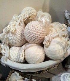 Decoraciones navideñas: Las ideas más sencillas - Bolas creadas con lana blanca