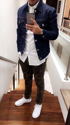Look Réveillon 2018. Macho Moda - Blog de Moda Masculina: Looks Masculinos para o RÉVEILLON 2018: 33 Dicas de Visual para a Virada do Ano. Moda para Homens, Roupa de Homem Réveillon, Roupa de Homem Réveillon 2018. Calça Camuflada, Jaqueta jeans, Tênis Branco