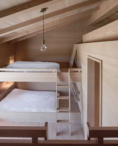 Jackson Hole II, Wyoming – timber lined bunk room – McLean Quinlan Architects – Loft İdeas 2020 Bunk Rooms, Attic Bedrooms, Bunk Beds, Shared Bedrooms, Interior Architecture, Interior And Exterior, Interior Design, Wooden House, Tiny House Design