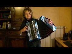 le petit vin blanc accordeon joué par karen neuville du jura - YouTube