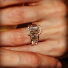 Get all the deets on Angelina Jolie's engagement ring: http://eonli.ne/HLLyoB