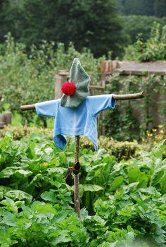 Peter Rabbit and Benjamin Bunny's clothes. Dream Garden, Garden Art, Garden Projects, Garden Tools, Garden Ideas, Peter Rabbit And Friends, Rabbit Garden, Benjamin Bunny, Autumn Garden