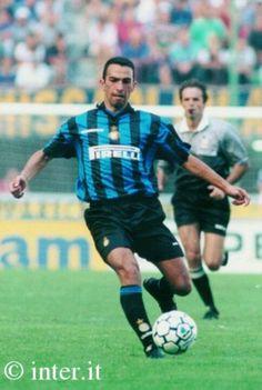 Yourri Djorkaeff Good Soccer Players, Football Players, Roberto Baggio, Football Drills, Ac Milan, Best Player, Fc Barcelona, Soccer Ball, Ronaldo