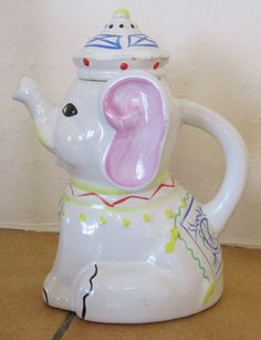 https://flic.kr/p/yBs4Eb | Baby elephant tea pot October 2015