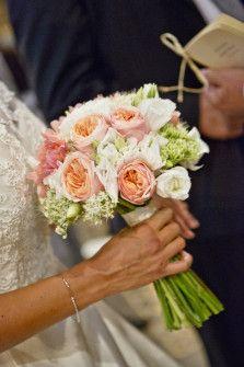 Bouquet de sedums, roses pêches et lisianthus / flocks ? / sederene ?