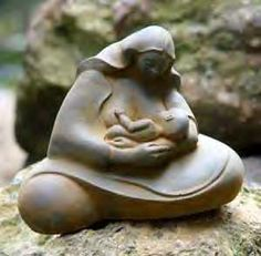 Breastfeeding statue