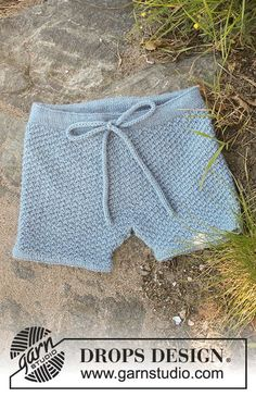 Shorts knitted top down and with double seed stitch in DROPS BabyAlpaca Silk. Free pattern by DROPS Design. Baby Knitting Patterns, Baby Patterns, Free Knitting, Crochet Patterns, Drops Design, Baby Shorts, Knit Baby Pants, Crochet Shorts Pattern, Knit Crochet