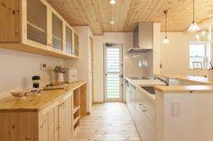 キッチン背面収納造作 - Google 検索 Japanese Apartment, Wooden Kitchen, Living Room Remodel, Living Furniture, Kitchen Backsplash, Kitchen Shelves, Kitchen Cabinets, Kitchen Design, Kitchen Interior