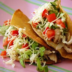 Slow Cooker Mexican Chicken Tacos {this recipe was meh…I've decided I pretty much don't like chicken in a crockpot. It changes the texture to grainy. I'll stick with plain old chicken tacos} Slow Cooker Huhn, Slow Cooker Recipes, Crockpot Recipes, Cooking Recipes, Healthy Recipes, Healthy Foods, Cooking Tips, Healthy Tacos, Delicious Recipes
