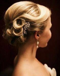 #persianblogger#tehrancosmo#bride#fashion#عروس#استایل#شیک#لباس_عروس http://gelinshop.com/ipost/1515858133507239004/?code=BUJaPDplexc