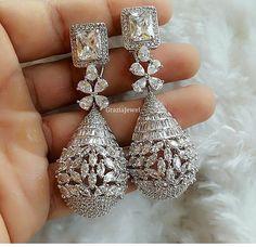 Certified Round Diamond Earrings Screw Backs – Modern Jewelry Modern Jewelry, Silver Jewelry, Fine Jewelry, Jewelry Accessories, Jewelry Design, Schmuck Design, Jewelry Patterns, Beautiful Earrings, Indian Jewelry