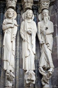 Statues colonnes de la Cathédrale de Senlis - Oise.  Sur ce cliché seraient représentés les prophètes Jérémie et Isaïe, le roi David