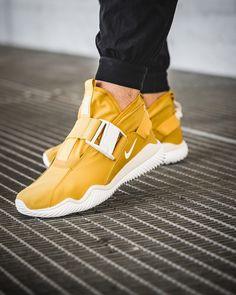 4259d0b01a65 Nike Komyuter Nike Shoes