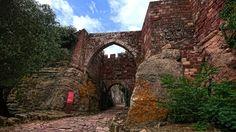 Entrada monumental al Castillo de Escornalbou   by Fernando Two Two