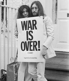 "Mesías the Beatles: John Lennon y Yoko Ono theme ""pice in the world"":-) Mundo Hippie, Estilo Hippie, Hippie Man, Hippie Life, Album Photo Vintage, John Lennon Birthday, Art Garfunkel, Couples Vintage, Rock And Roll"