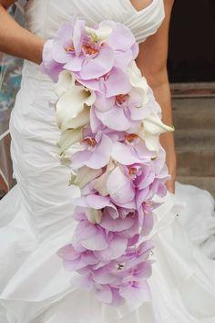 Buquês de noiva em cascata