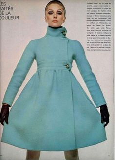 Retro Fashion Phillipe Venet L'Officiel 1968 - Vintage but timeless words about elegance from Madame Genevieve Antoine Dariaux from accessories to zippers and everything in between. Vintage Glamour, Look Vintage, Vintage Mode, Vintage Outfits, 1960s Outfits, Vintage Dresses, 60s And 70s Fashion, Mod Fashion, High Fashion