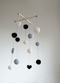 Crochet Balls/Hearts Baby Mobile - Grey/Black/Ivory Ball's Mobile(3-color mobile) - Boys/Girls room decoration - Hanging Room decor