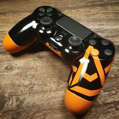 controller with custom paint, Xbox One sticks and Shock paddles! Ps4 Controller Custom, Xbox One Controller, Control Ps4, Gamer Setup, Nintendo Switch Accessories, Best Gaming Wallpapers, Ps4 Exclusives, Ps4 Skins, Gaming Station