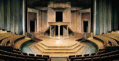 Thrust stage at the Shakespeare Festival Theatre, Stratford, Ontario Design Set, Stage Set Design, Set Design Theatre, Stratford Shakespeare, Stratford Ontario, Theatre Architecture, Stratford Festival, Shakespeare Festival, Shakespeare Plays