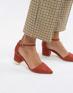 Buy Truffle Collection Pointed Mid Heels at ASOS. Get the latest trends with ASOS now. Pretty Shoes, Cute Shoes, Mid Heel Shoes, Shoes Heels, New Years Eve Outfit Ideas Winter, December Outfits, Silvester Outfit, Comfortable Work Shoes, Asos
