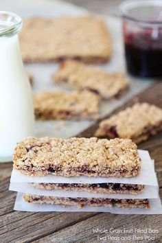 Homemade Whole Grain Fruit Bar Recipe: a crumbly, buttery messy snack, i used pumpkin orange preserves and it's subtle but oh so good. Lunch Snacks, Yummy Snacks, Yummy Treats, Yummy Food, Healthy Sweets, Healthy Snacks, Healthy Bars, Healthy Recipes, Diabetic Recipes