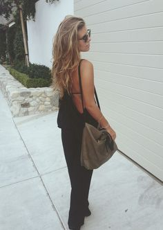 Natasha of Tash Oakley wears the Hunter tote in Malbu ~ follow me at ❇Kim Wouters❇ for more pins like this :)