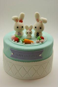 Familia de conejitos celebrando un cunpleaños!