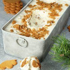 Pepparkaksglass :P Tar ca 5 min att göra (exklusive frysning). Xmas Food, Christmas Sweets, Christmas Baking, Yummy Treats, Delicious Desserts, Sweet Treats, Yummy Food, Swedish Recipes, Sweet Recipes